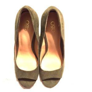 NWOT Cato sage green thick heel peep toe